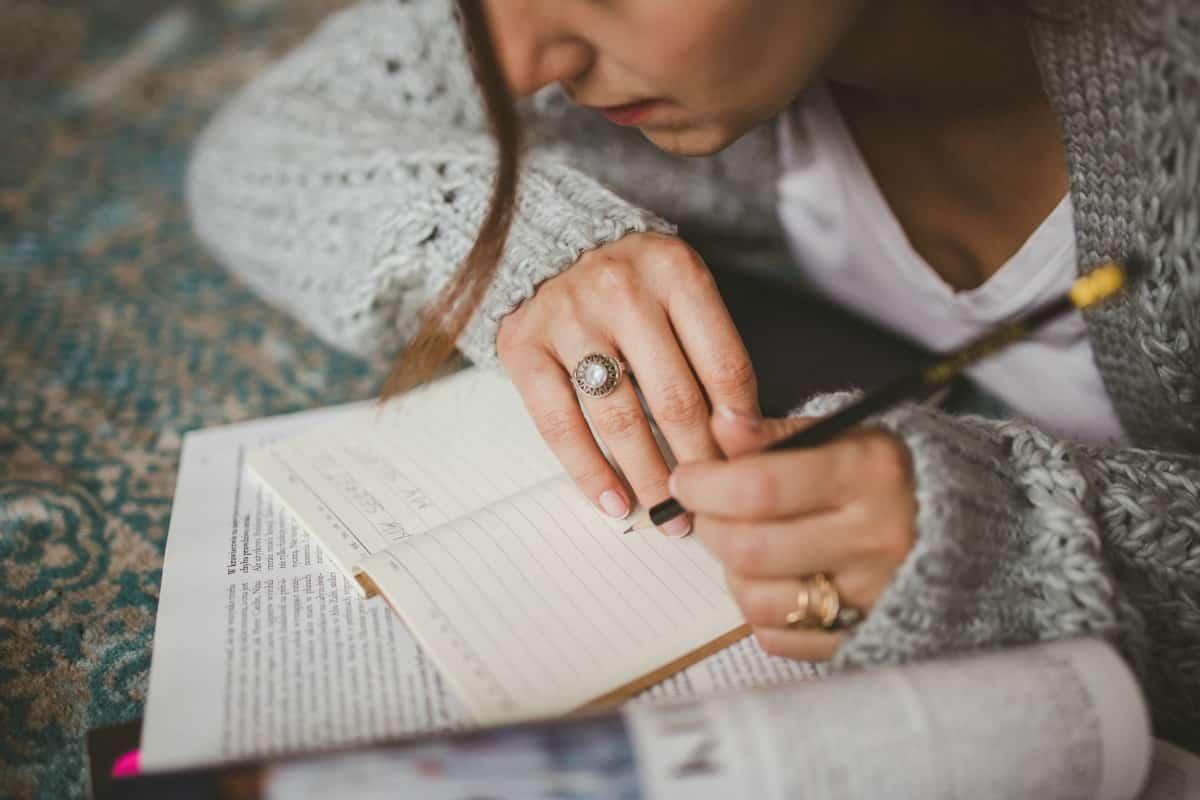 Quoi que vous fassiez commencer par écrire